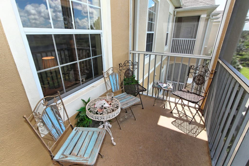 You're on vacation! Take is e-a-s-y and have gentle start to your day by sitting on the balcony, sipping a coffee or an orange juice and relaxing - before you go to the parks and get all excited!