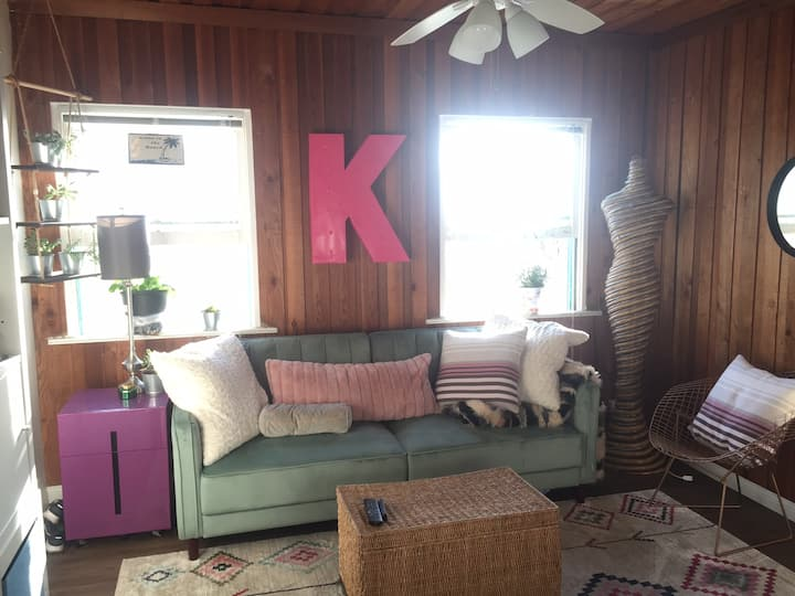 Super Cute 1 BR Apartment Steps to Beach and Bay