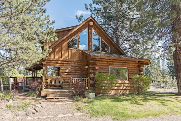 Log Home Paradise, Bend, OR. Group/Business ready.