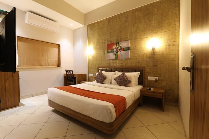 Sweet accommodation for 2 by Lonavala lake