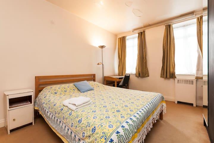 Big bedroom,large flat in Bayswater
