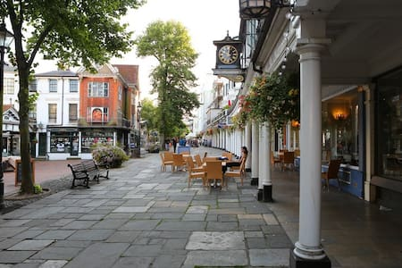 Upper Walks, Pantiles - Royal Tunbridge Wells