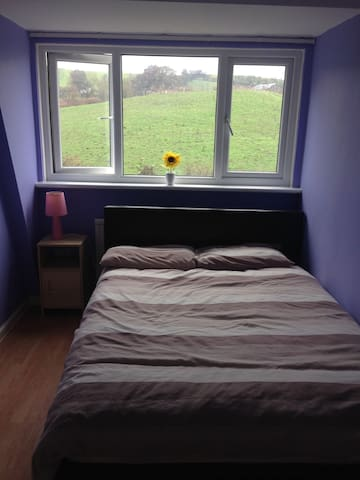 Room in Quiet Cul de sac - Bury