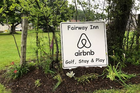 Fairway Inn, The Home with a View-Sleeps 6