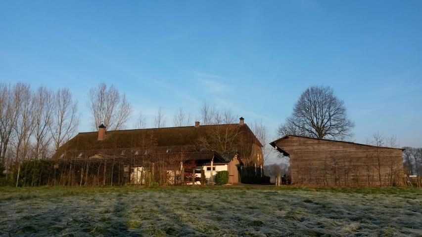 Buitenleven op grote woonboerderij - Schijndel