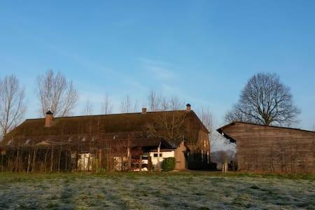 Buitenleven op grote woonboerderij - Schijndel - Hus