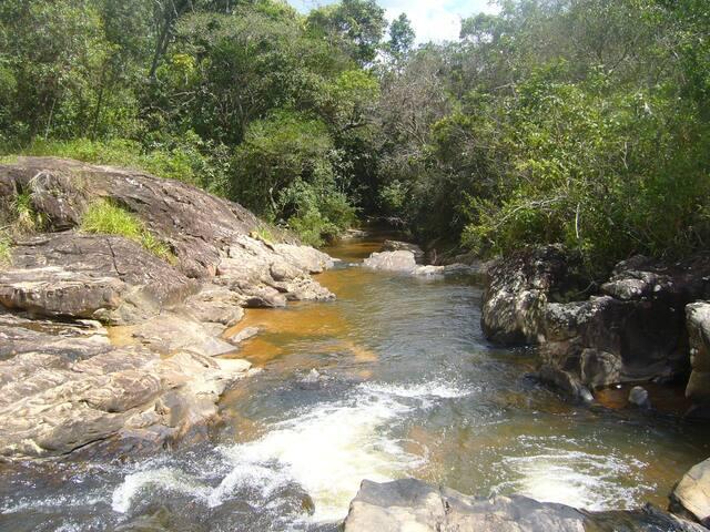 Tranquila suíte com pé na Cachoeira