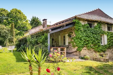 Holiday cottage with 6 bedrooms on 300m² in Montagrier
