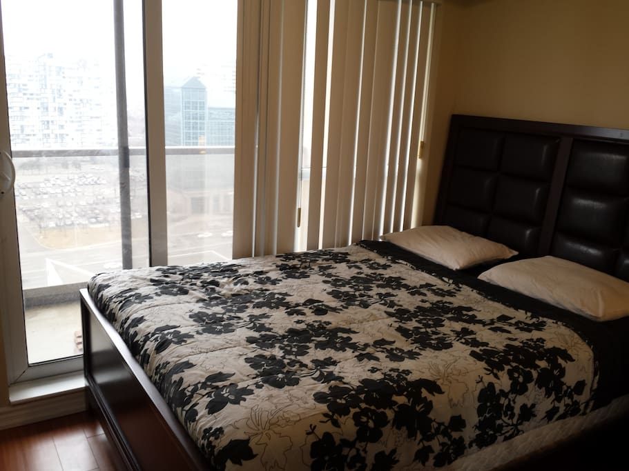 2bd amazing condo in ideal location flats for rent in for The perfect kitchen mississauga