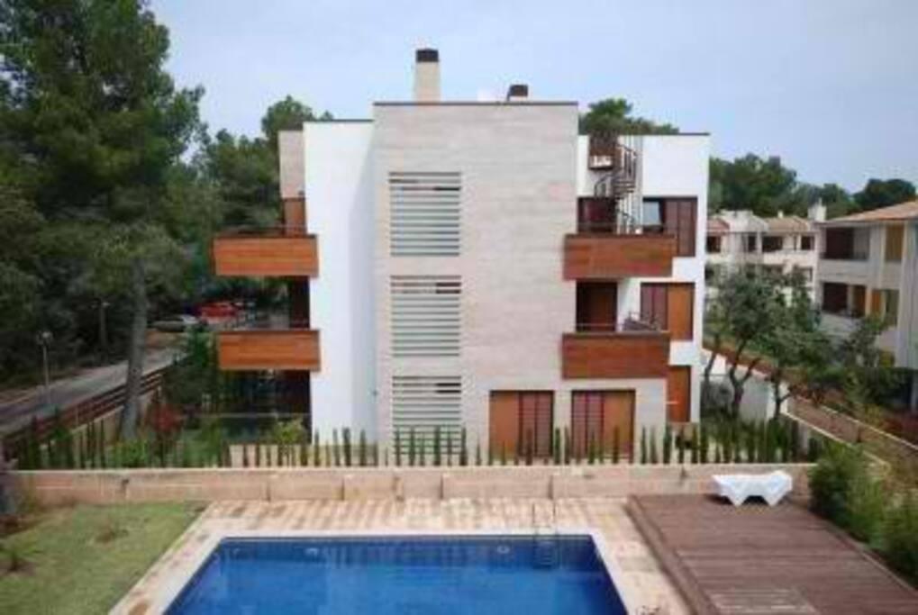 L'appartement loué correspond au dernier étage (2 balcons du 2ème étage et terrasse)