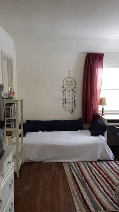 Single bed in addition to full size bed