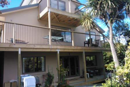 Quiet with bush and harbour views - Dunedin - Bed & Breakfast