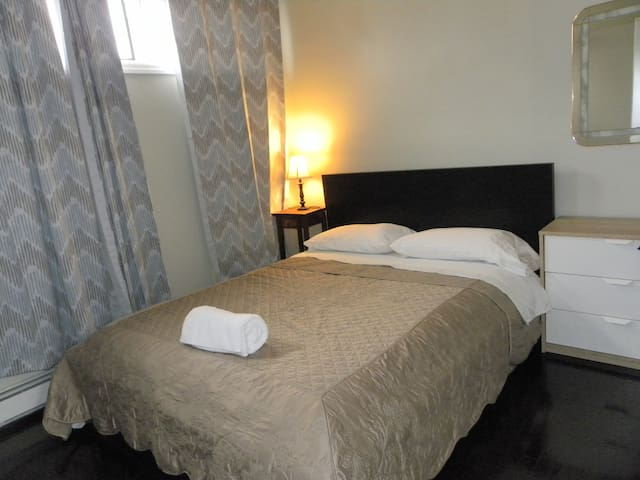 Lovely Room minutes from EWR/NYC [4] - Elizabeth - Huis