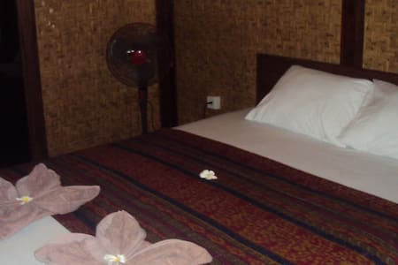 Harum Meno Bungalows with fan - Pemenang - Bed & Breakfast
