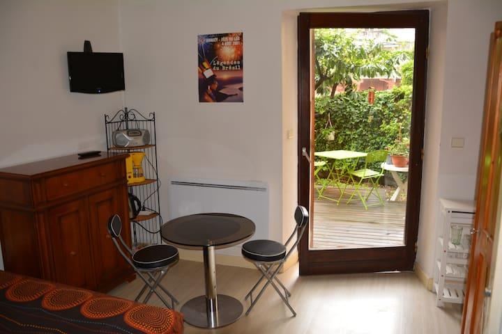 Annecy centre : studio avec jardin