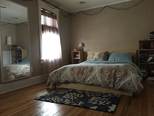 Cozy and Simple Large Room in Beautiful Home - Binghamton