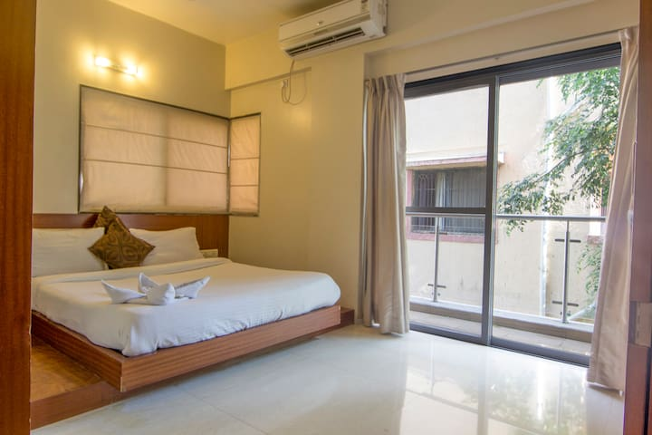 Amazing 1bedroom with free buffet breakfast .