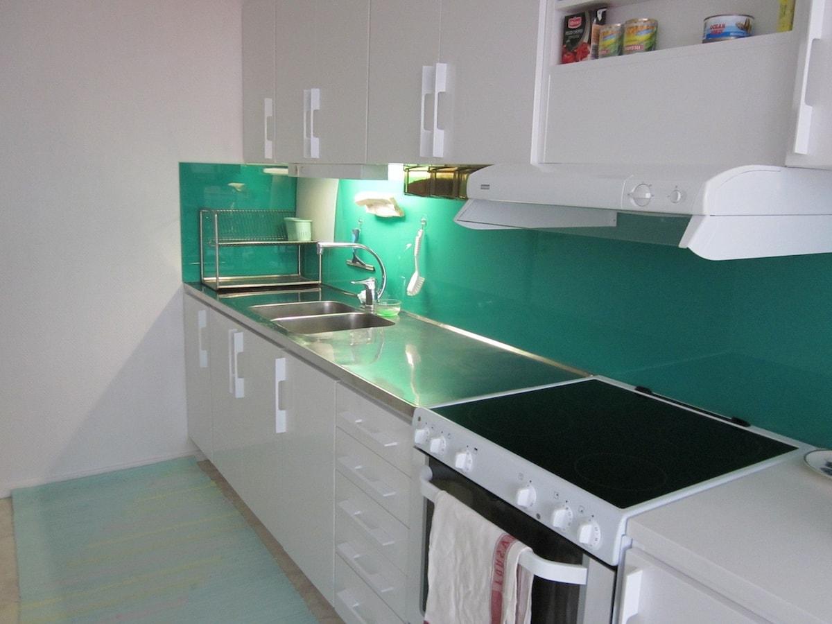 comment louer une chambre dans sa maison comment transformer chambres de bonne en un. Black Bedroom Furniture Sets. Home Design Ideas