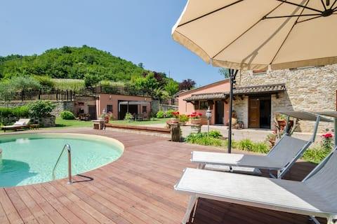 Casa vacacional tranquila en Urbino con piscina privada
