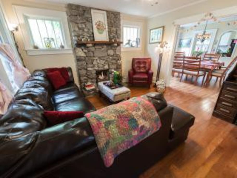Delightful living room - lots of natural light