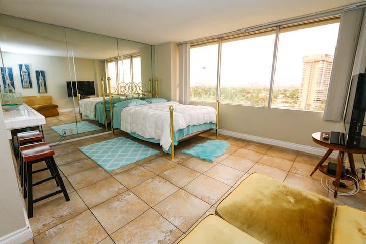 Las Vegas Top Floor Rental w View 4 Mins Frm Strip
