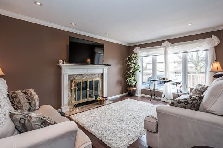 Executive Townhouse in Burlington - Burlington - Villa