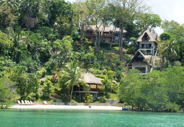 5 Bedroom Luxury Villa with Beach - Puerto Galera - Huvila