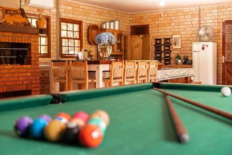 The Club House: Sítio, cachoeiras e espaço gourmet