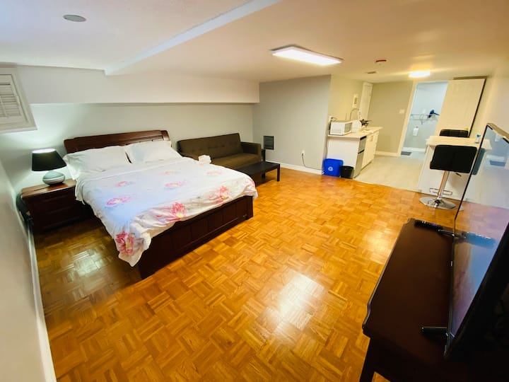 Private Studio Apartment Heart of Downtown Toronto