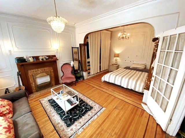 Big bedroom in Le Plateau / Mile-end