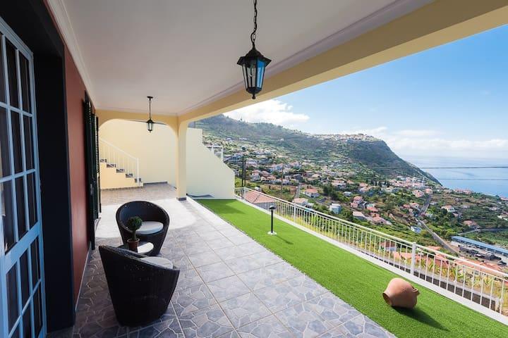 "Fantastic Villa With Breathtaking View ""Andorinha"""