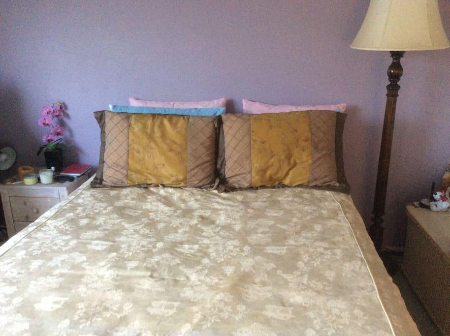 Comfy Queen bed in the sweet bedroom