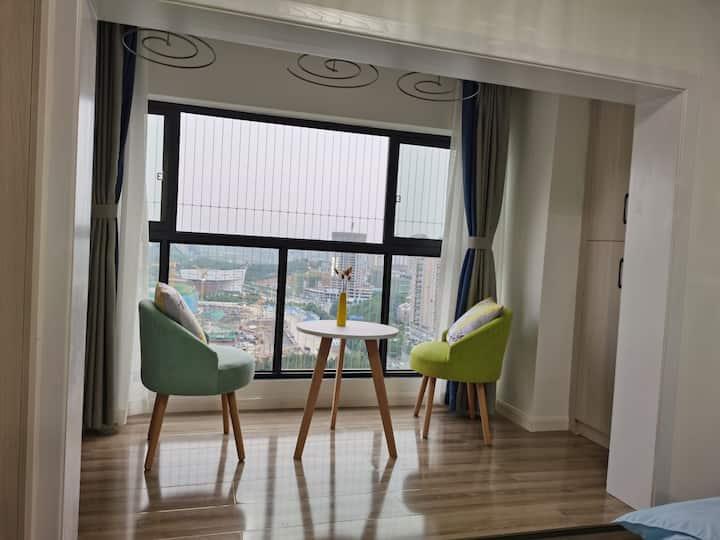 奥体中心旁,华润国际社区A区阳光大床房整租,交通便利,可做饭