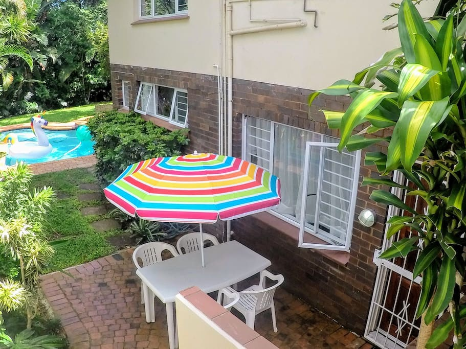 Flat located directly next to the pool. Perfect for a dip during the hot Durban summer!