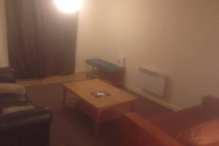 NICE 2 BEDROOM flat, Falowfield - Manchester