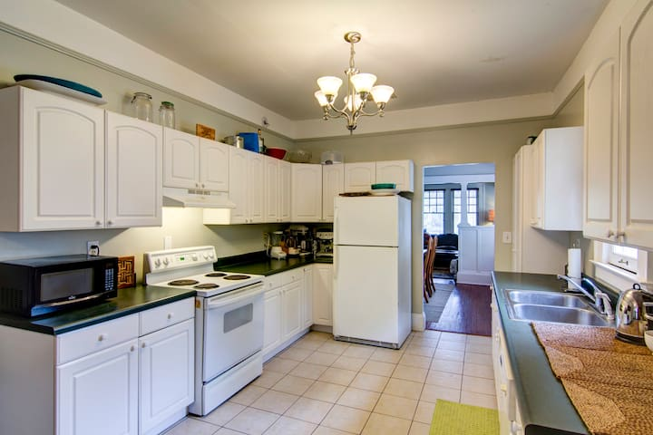 Kitchen to share with guests