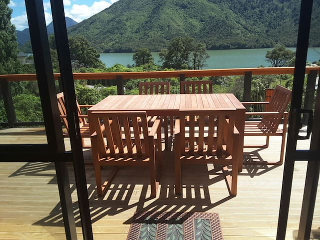Marlborough Sounds Accommodation - New Zealand - Havelock - Дом