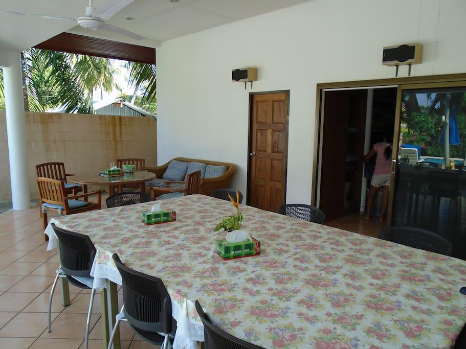 kleine ferienanlage mit pool apartments for rent in bang tao beach thailand. Black Bedroom Furniture Sets. Home Design Ideas