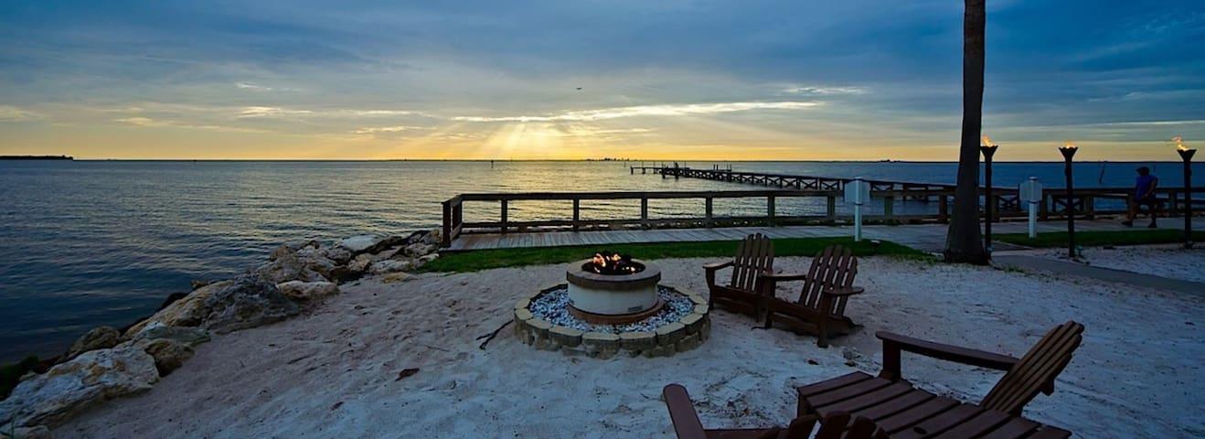 Amazing Tampa Bay retreat.