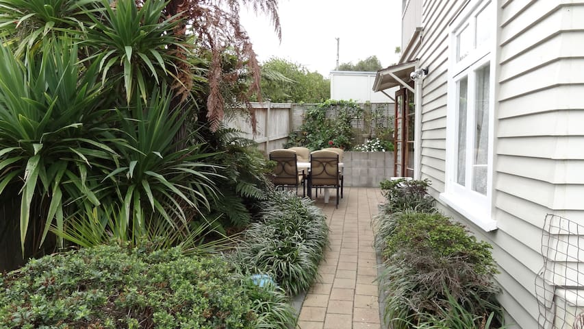 Beautiful Private Apartment, Quiet street, Wifi - Auckland - Leilighet