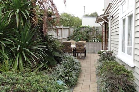Beautiful Private Apartment, Quiet street, Wifi - Auckland - Apartmen