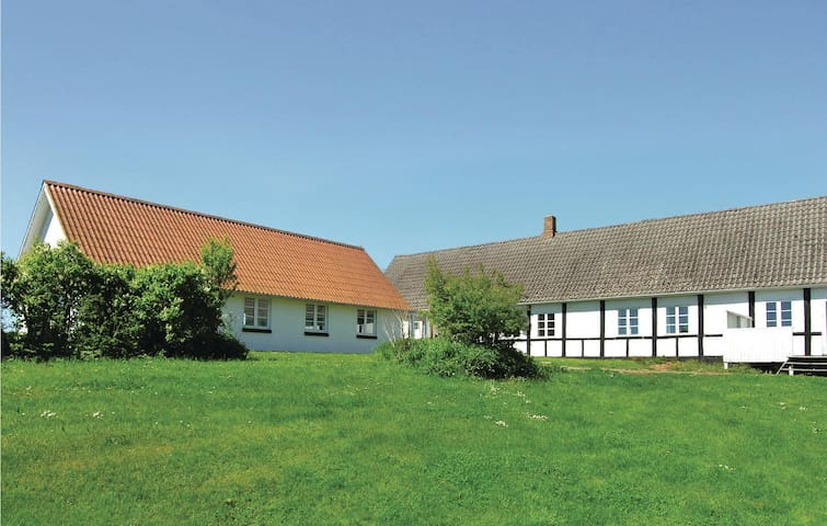 Holiday apartment with 3 bedrooms on 84 m² in Aakirkeby