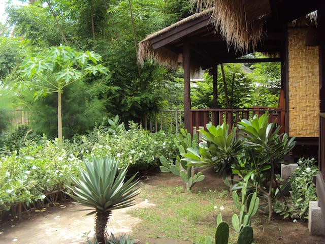 Pepaya Meno Bungalows with Fan - Pemenang - Bed & Breakfast