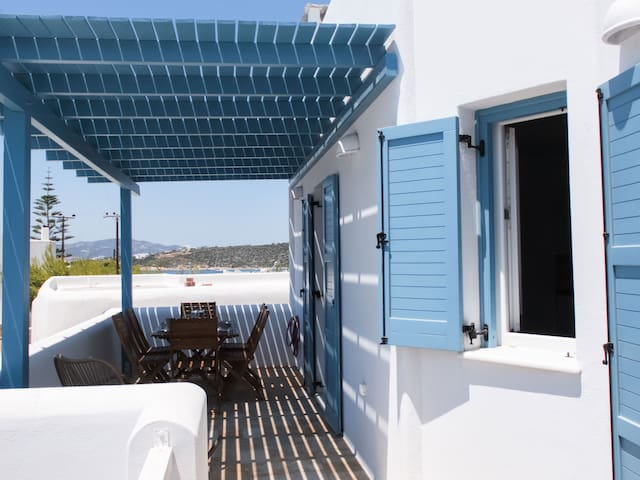 Paros Grèce steps from beach new village,s house