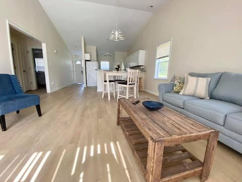 Anchor's Away -a quiet 1 story townhome