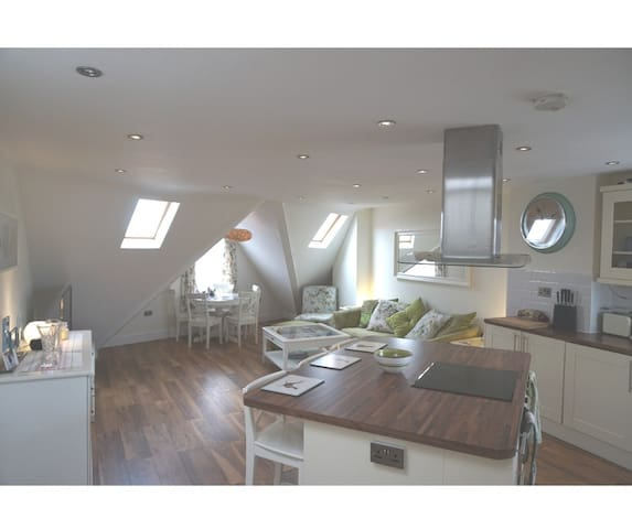 Stunning 2 bedroom Flat Woodford Green, Essex.