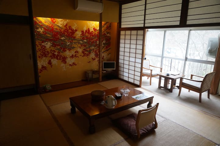 源泉掛け流し100%の温泉と日本の原風景を楽しむ