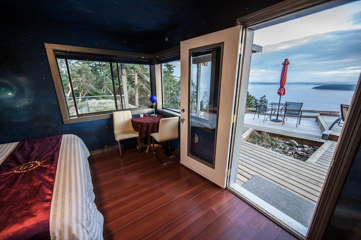 Shangrila Oceanfront B&B (star trek suite)