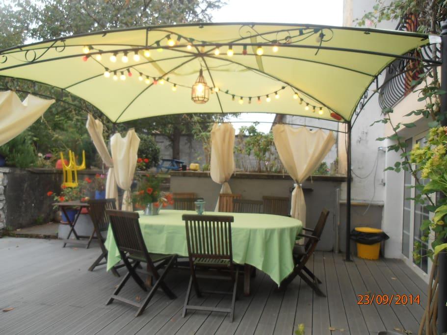 Terrasse de la cuisine d'été