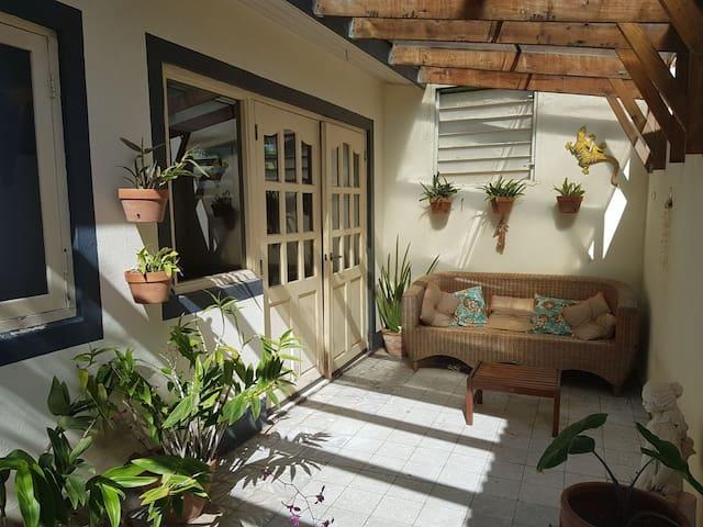 Nice studio apartment in Oranjestad near beach